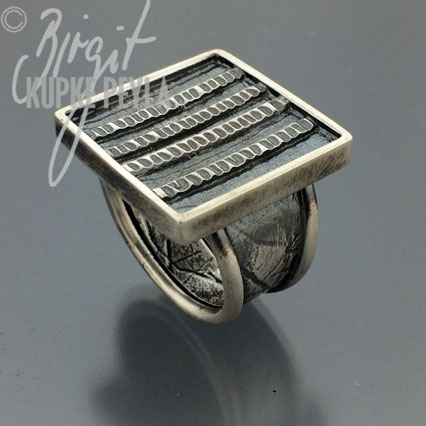Ring with square textured top
